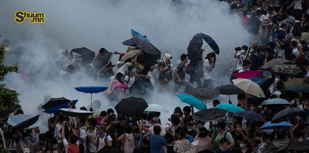 Хонгконгийн жагсагчид бууж өгсөнгүй