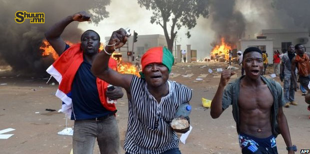 Буркина Фасо улсын парламентын барилгыг шатаажээ