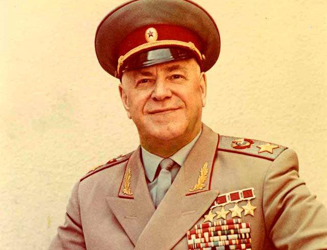 Монголчууд маршал Г.К.Жуковт ангийн буу бэлэглэж байжээ
