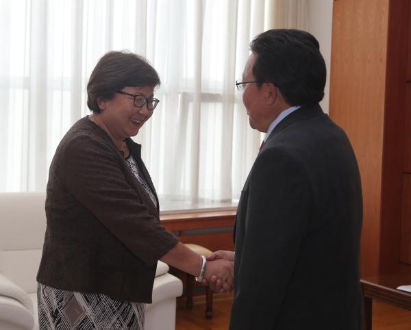 Монгол Улсын Ерөнхийлөгч Ц.Элбэгдорж Киргиз Улсын Ерөнхийлөгч асан Р.И.Отунбаеваг хүлээн авч уулзлаа